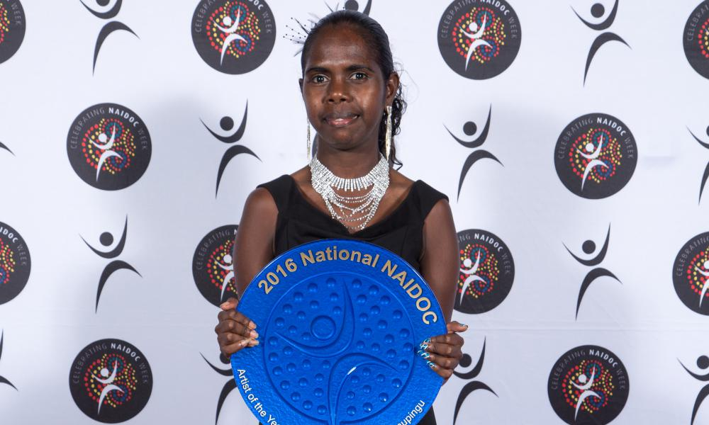 Jasmine Yunupingu on behalf of Artist of the Year Gurrumul Yunupingu