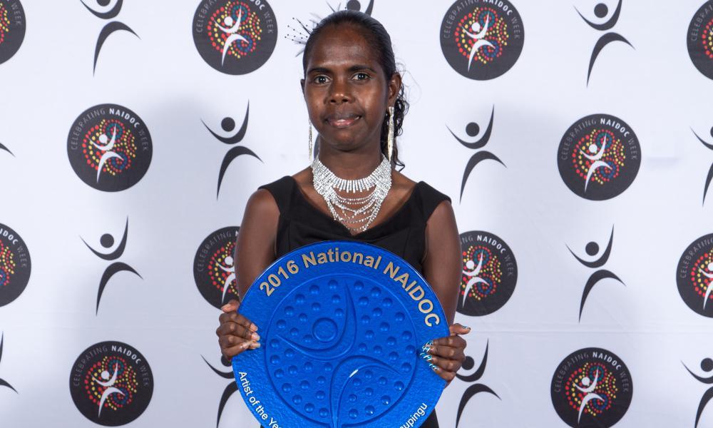 Jasmine Yunupingu on behalf of Artist of the Year Gurrumul Yunupingu